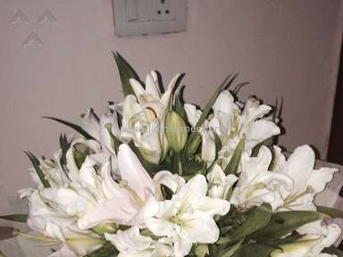 Flower N Ferns - 100 Blooms Of Peruvian Lilies With Coral Vase Review from New Delhi, Delhi
