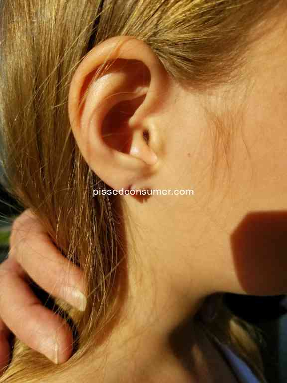 77 Claires Ear Piercing Reviews And Complaints Pissed Consumer