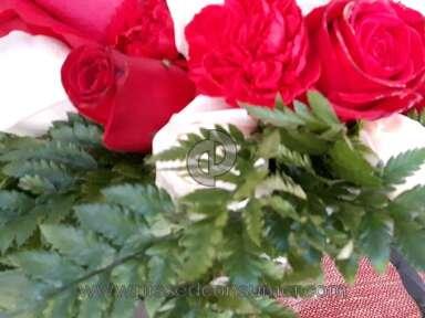 Bloomex Flowers Sparkle Of Christmas Centrepiece Arrangement review 185270