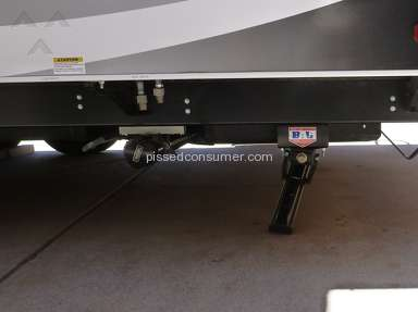 Lance Camper - Lance travel trailer model 1995 with electric stabilizers